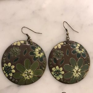 Jewelry - 2 pairs of earrings with brown and green colors